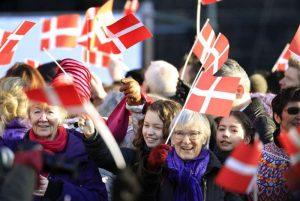 swjdcnboyi43nw3j4crh33ye3ridekxwqo 300x201 فرهنگ و آداب و رسوم مردم دانمارک